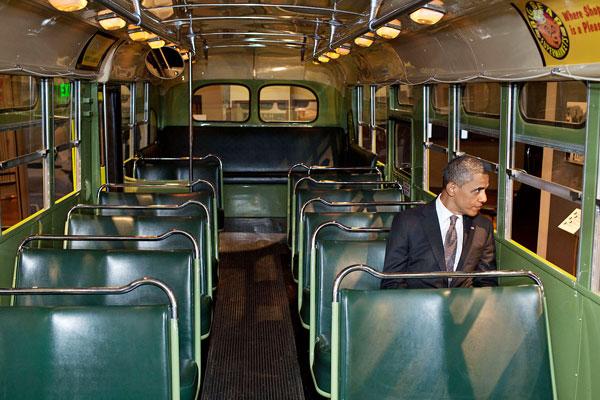 Barack Obama besöker Rosa Park-bussen