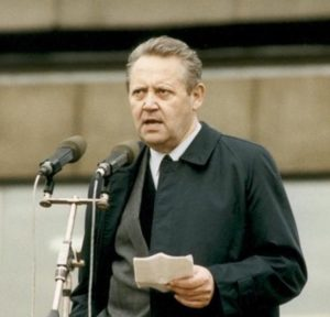 Günter Schabowski, mannen som öppnade Berlinmuren av misstag