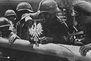 Tyska trupper bryter upp bommen som markerar den polsk-tyska gränsen, morgonen den 1 september 1939.