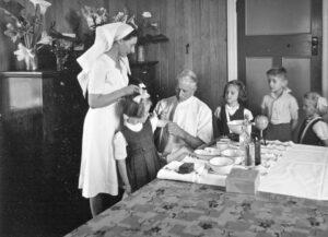 Vaccin ges till barn, 1946