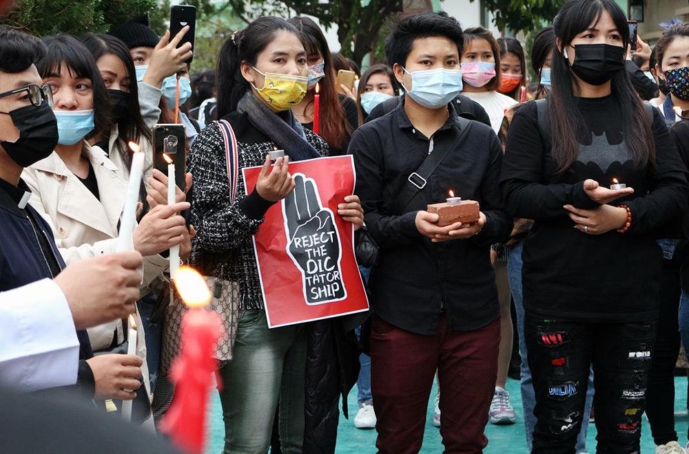 Myanmar, protest mot militärkuppen 2021