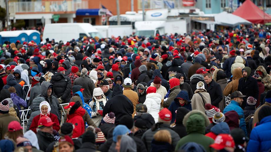 Populism - en folksamling inför ett politiskt rally